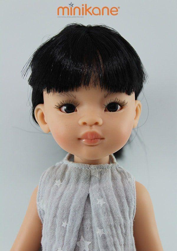 Liu, poupée asiatique habillée et vendue par Minikane