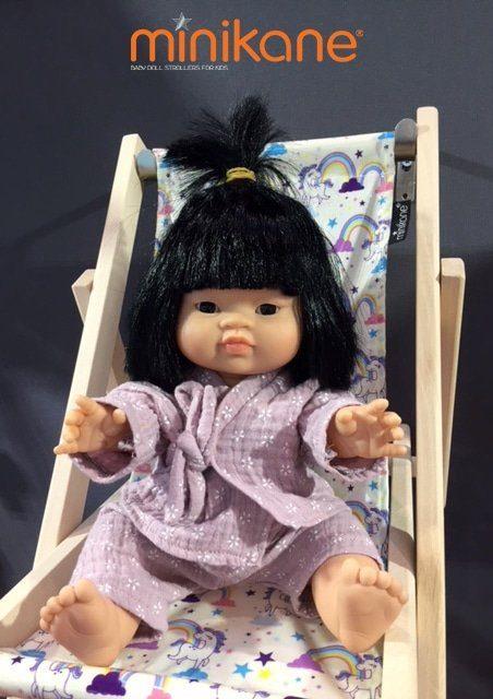 Poupée asiatique habillée par Minikane