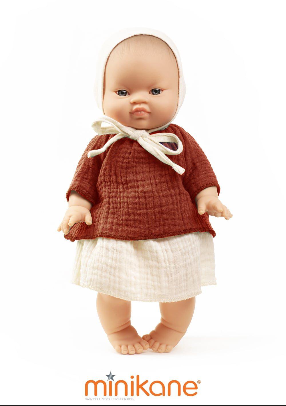 poupee asiatique habillee par minikane