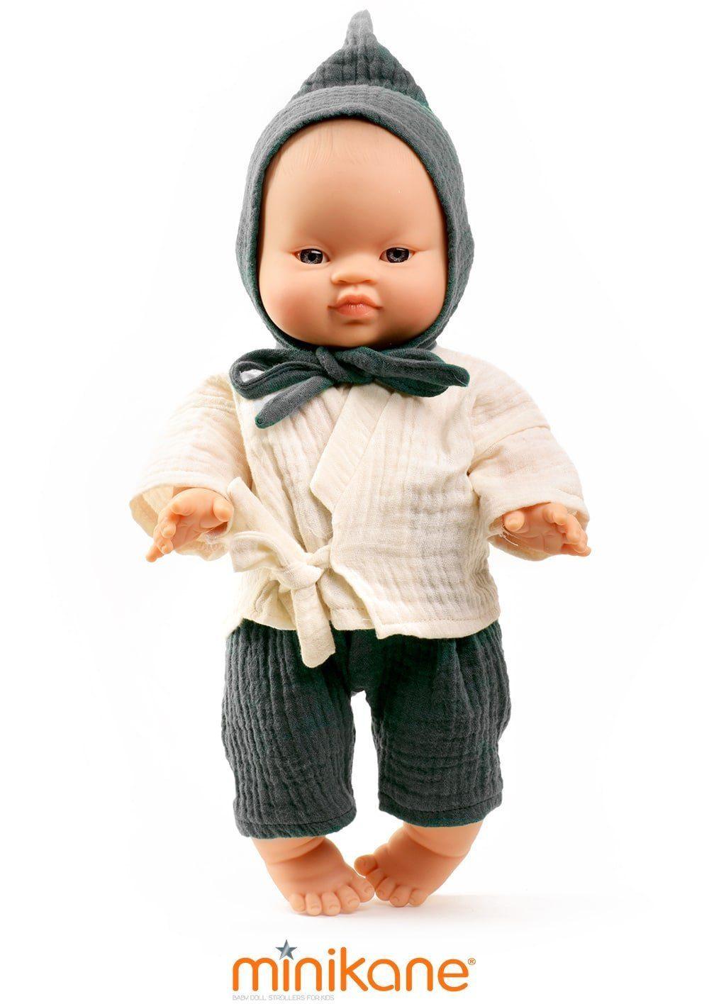 Poupée asiatique habillée et vendue par Minikane
