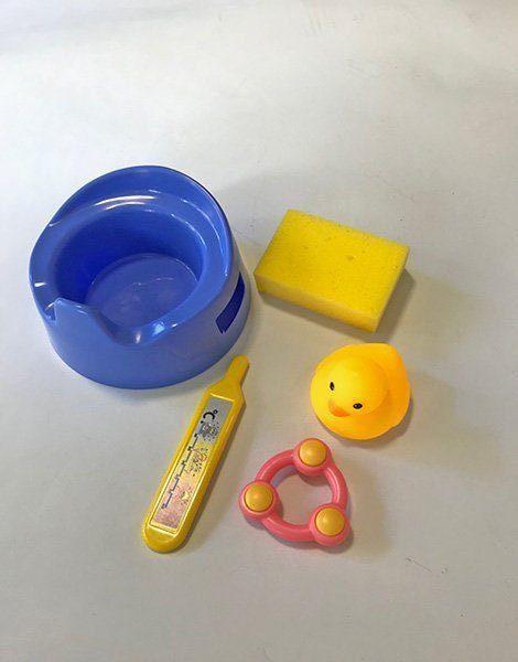 *Pot poupée 12,5cm bleu / éponge de bain/ Thermomètre/ hochet et canard de bain
