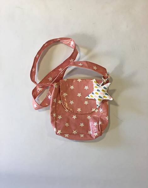 *Sac fillette rose nude à étoiles blanches, en coton enduit (garantit sans phtalates)/ intérieur en coton motifs drops Et étoile suspendue idem