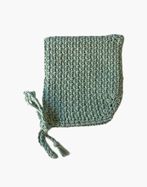 Béguin pointu en crochet vert amande