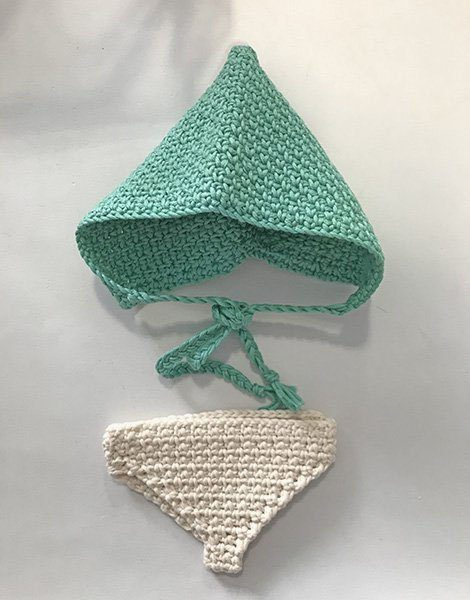 *Béguin pointu en crochet vert amande et culotte en crochet blanc