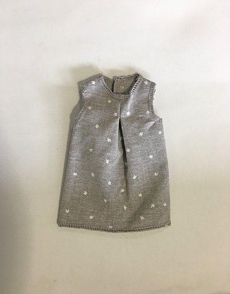 *Robe grise pour poupée Amigas