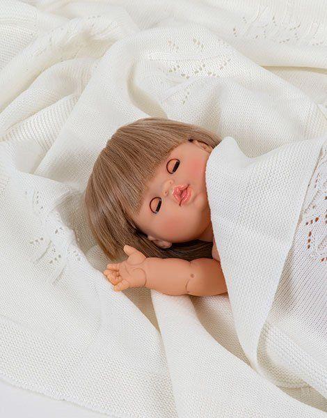 Zoé aux yeux dormeurs