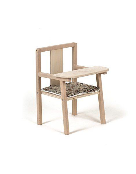 """Petite chaise haute en bois """"Blaise"""" et son coussin de chaise en coton Roxy"""