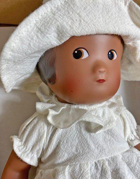*Poupée vintage Amalia (défaut : petit point sur la joue)