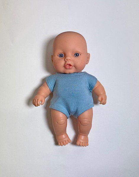 *Poupée Peque 21cm et son body Bleu