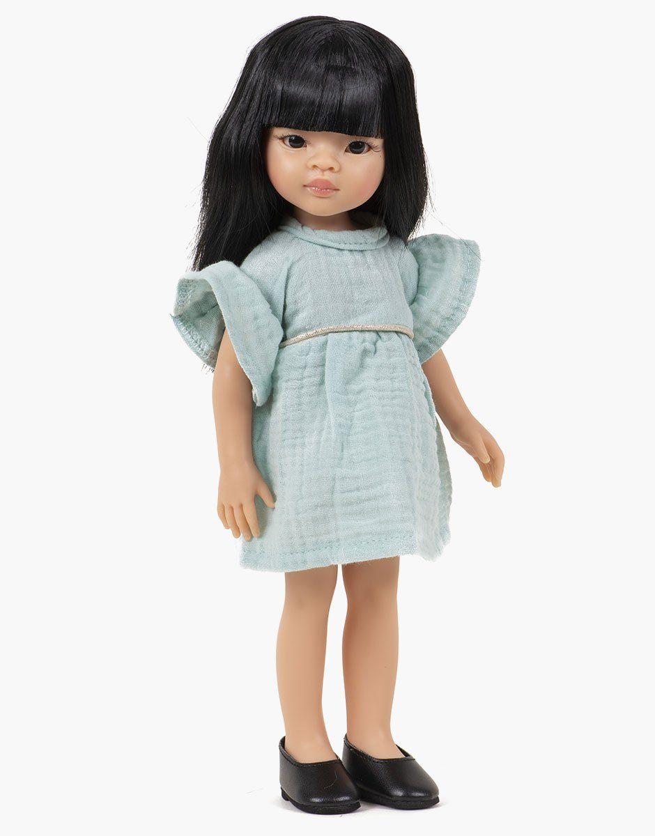 Minikane - Dressing pour poupées Amigas. Liu porte une robe Daisy en double gaze de coton vert d'eau
